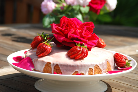 dessert cake rose and strawberry